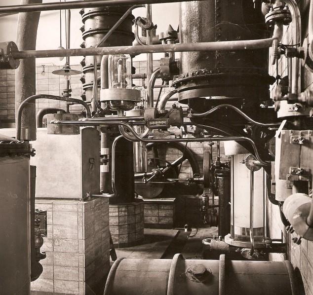 Kornbrennerei-Buechter Destillationskolonne um 1946